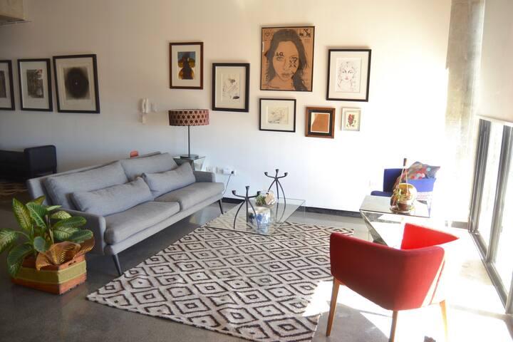Creative Designer's Loft in the Heart of Zone 4