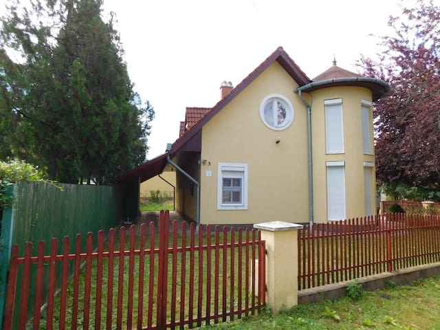 House for 4 persons in Velence R79412