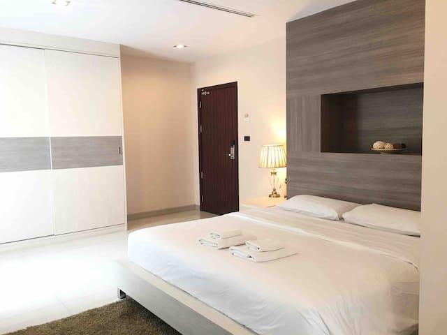 Parkview BKK /Large Room/Balcony 2F