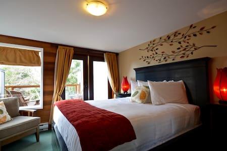 Great Ocean View - Orca Room, Queen Bed