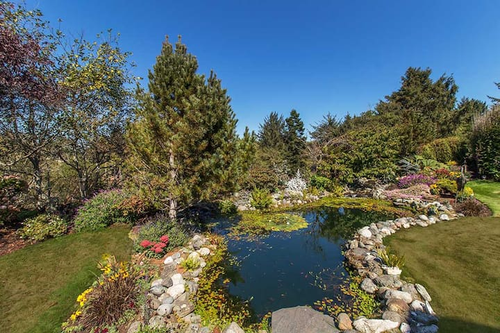 Garden Pond Retreat - An oasis for the soul - McKinleyville - Talo