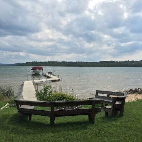 Bellaire Lakehouse & Private Beach - Bellaire
