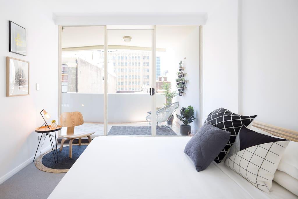 Sunny modern design in mid Sydney City
