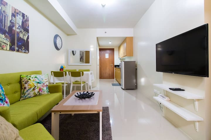 Charming 1BR w/ Balcony view of SM Mall of Asia - Pasay - Departamento
