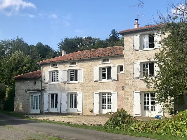 Moulin sous la Vergne - Chambre privée (2 pers)