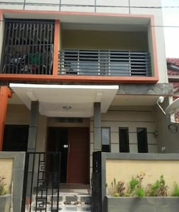 Cheap 2 storey terrace house... - Kepulauan Riau, ID - 独立屋