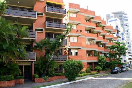 Impecável e com clima praiano no melhor de Torres - Torres