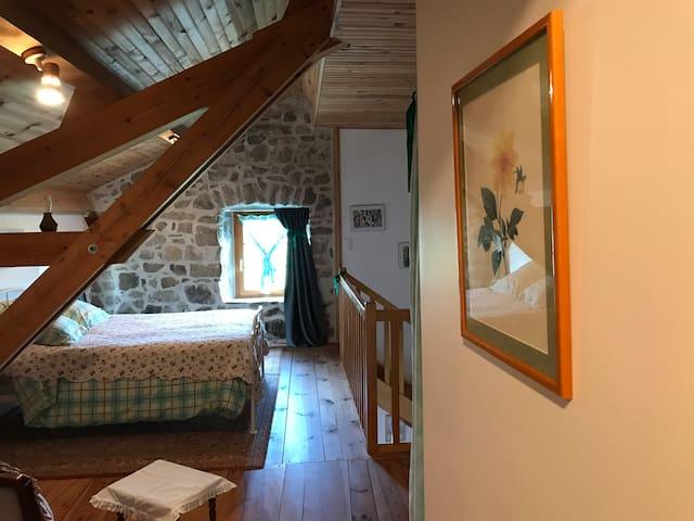 Chambre verte  la Maison des Paons ( 3 á 5 pl SDB