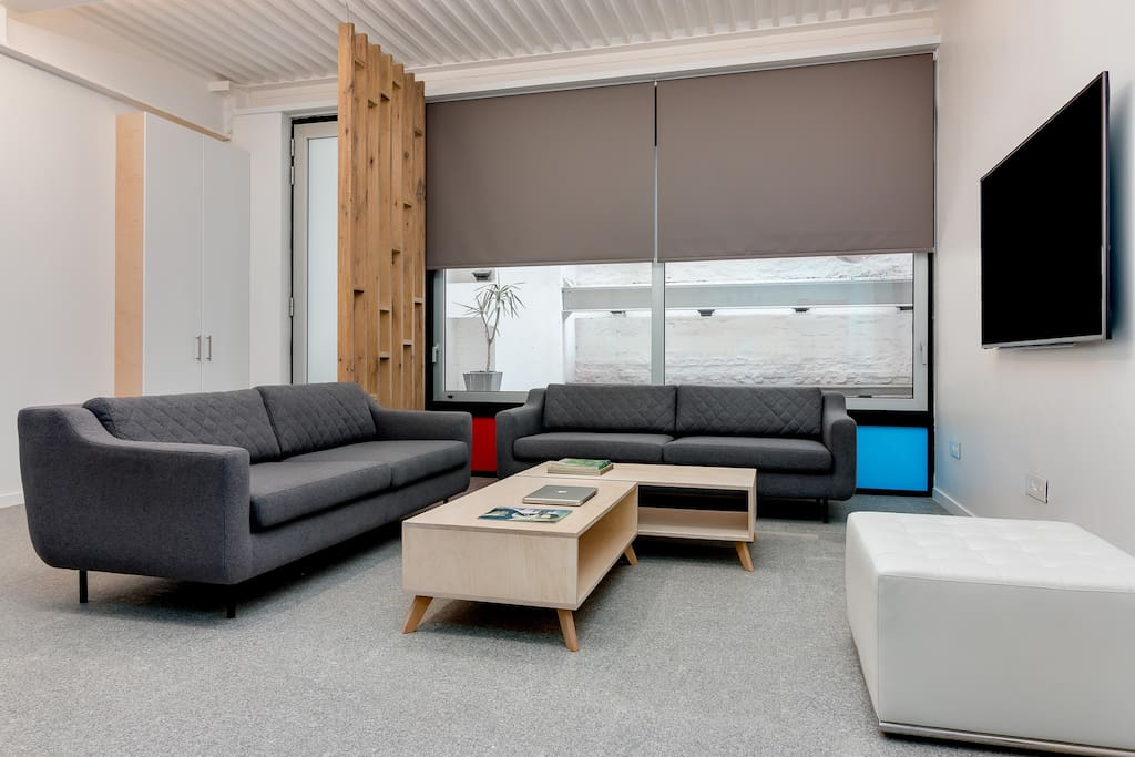 Affordable luxury for 6 in city center apartments for for Affordable kitchens cape town