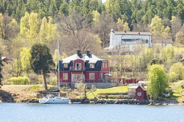 Seashore ten minutes from the city! - Nacka Östra - Villa