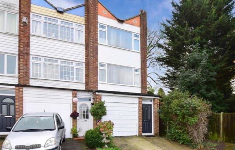 Townhouse in quiet area with large garden.