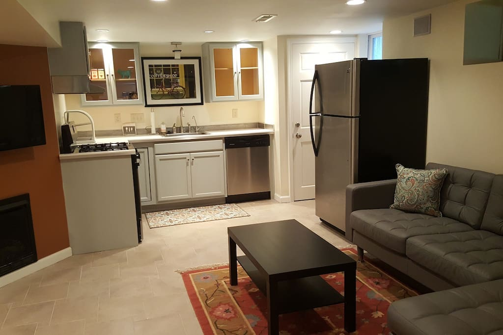 Private Suite With Modern Amenities In Montgomery Guest