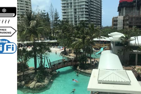 100m to the beach. Crown Towers, Surfers Paradise.