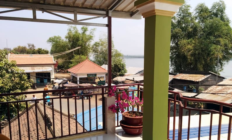 Phalla Riverside Guest house