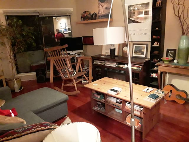 private rm in clean central 2BR apt