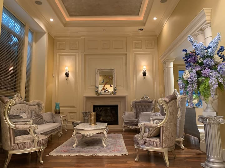Newly renovated Fantastic Mansion 6 bedroom suite