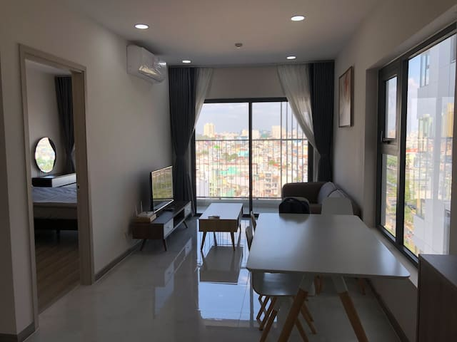 14F 1BR Cosy Apartment Open View In China Town
