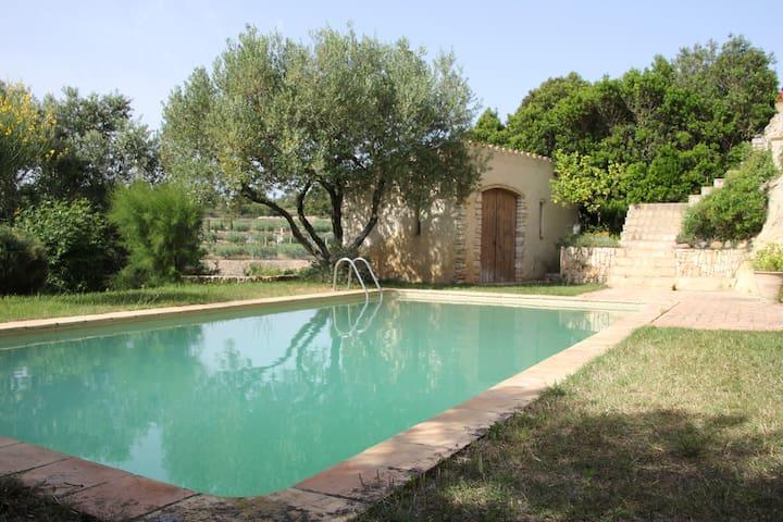 Casa de autor con piscina en Tarragona