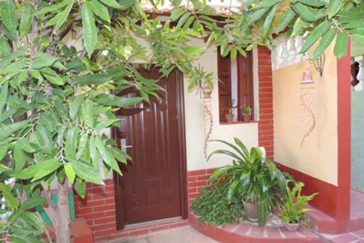 Casa Elda y Roberto. (Habitacion #4) La Cabaña.