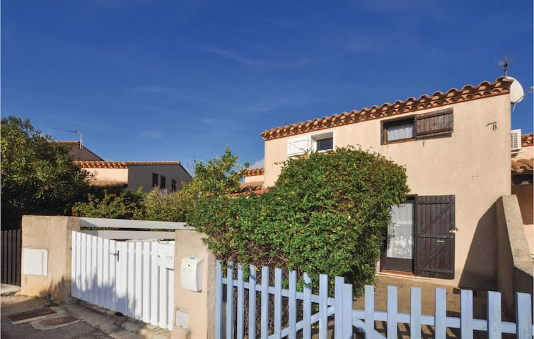 Terraced house with 1 bedroom on 51m² in St. Cyprien