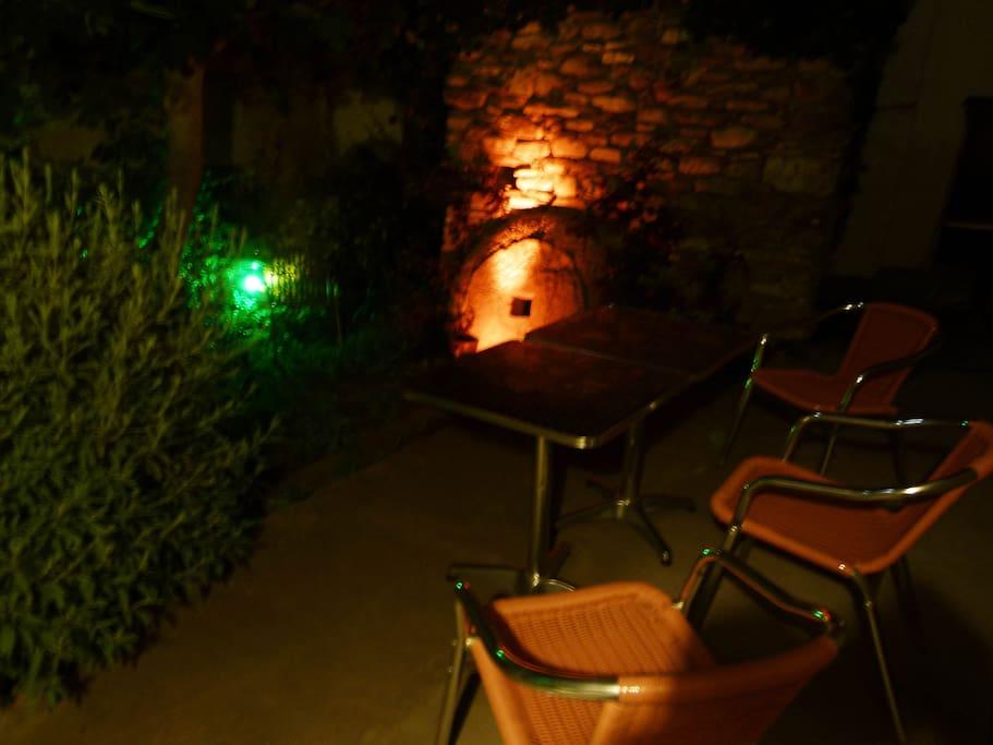 Casa Rosa Giardino in Notturna