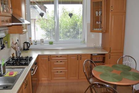Dvojizbovy apartman s krbovymi kachlami - Stará Lesná - Villa - 1