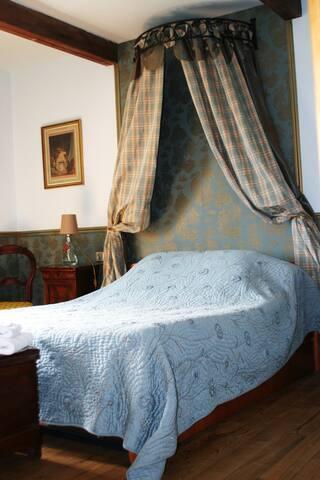 LE CLOS DE TOURNES : la chambre bleue - Echinghen - Bed & Breakfast