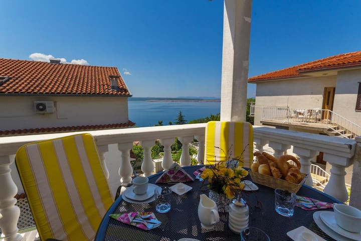 Cosy flat for 2-4 persons- only 150 m to beach