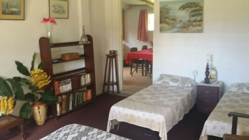 Separate 2nd cottage, 2 bedroomed - Lourie