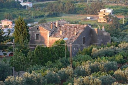 Residieren in 1000 jähriger Burg - La Petrizia - Rumah