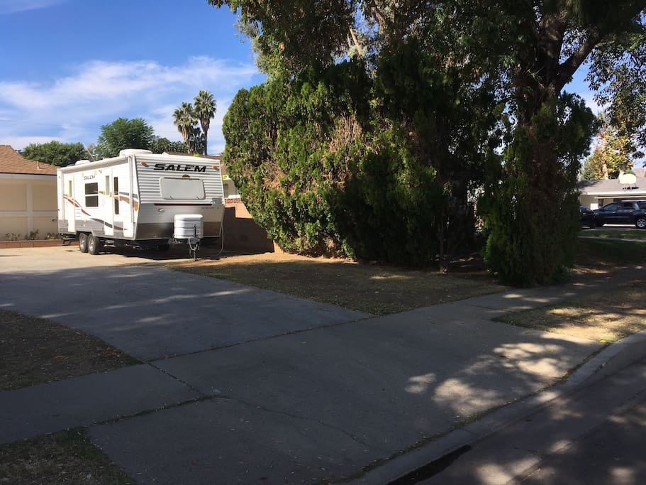 Rv 39 n l a park ur rv here save in los angeles for Motor homes los angeles