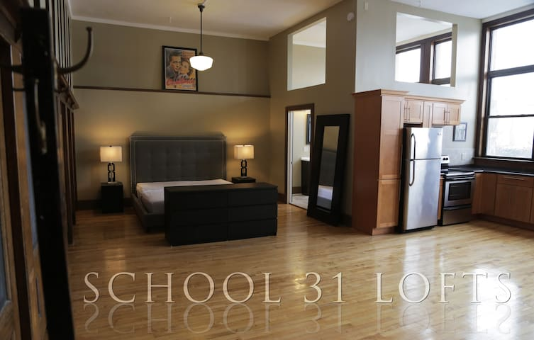School 31 Luxury Lofts #214 - Rochester - Loteng Studio