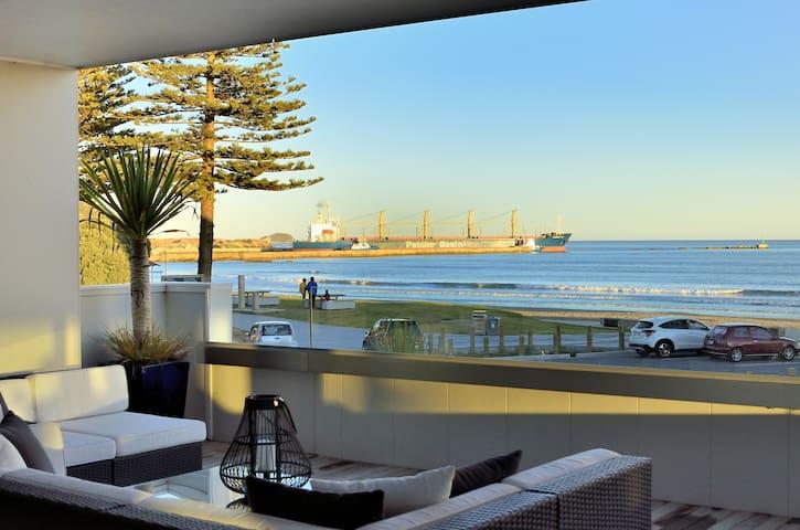 Amazing views, house and vibe! It has it all... - Gisborne - Talo