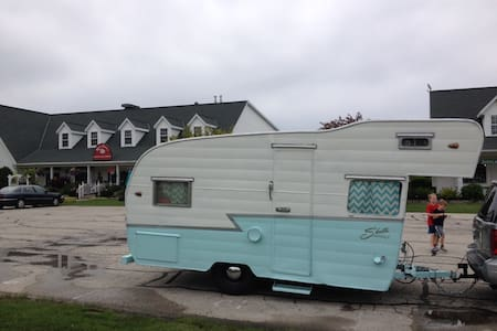 Vintage Shasta Trailer Delivered To Your Site - Waunakee - Camper/RV