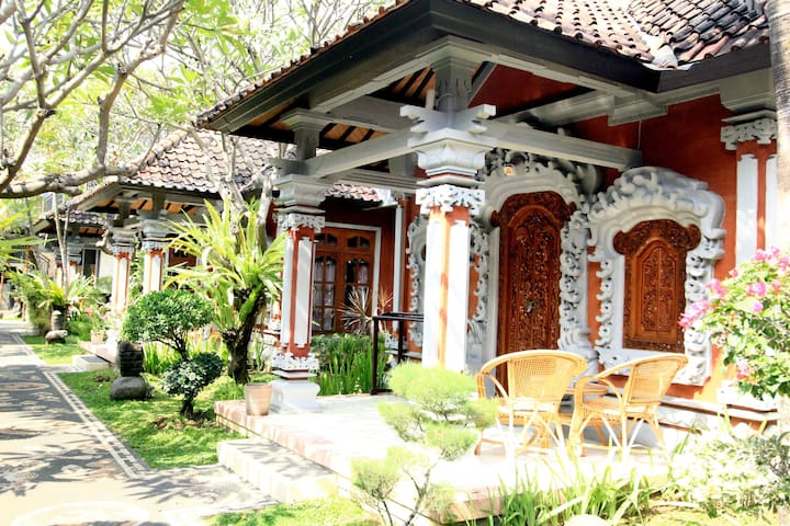 Spectacular Bungalow Bali Style and Pool