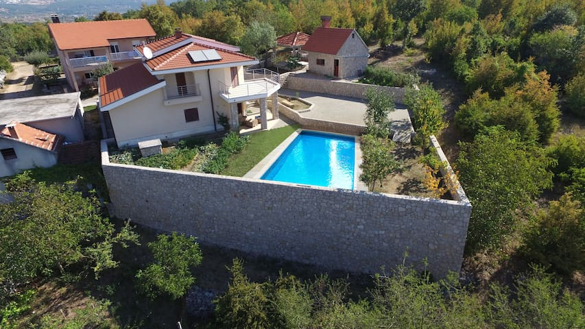 Holiday house with pool Lana - Imotski