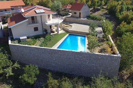 Holiday house with pool Lana - Imotski - Haus