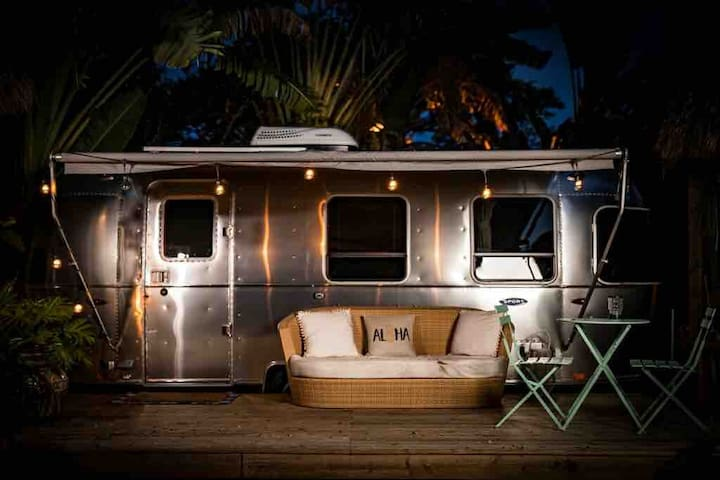 "Airstream 'Glamping"" . Treehouse Resort"