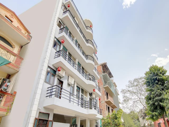 1BR Conventional Home Studio in Cyber City Gurgaon (Marked Down!)