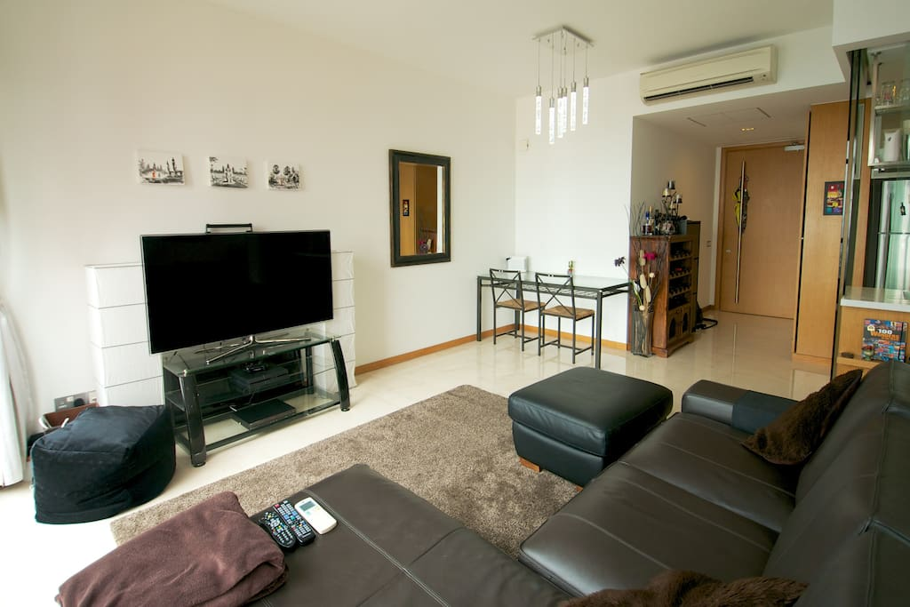 """Comfortable front room with great views of the city and 55"""" HD TV with full cable subscription and playstation 4"""