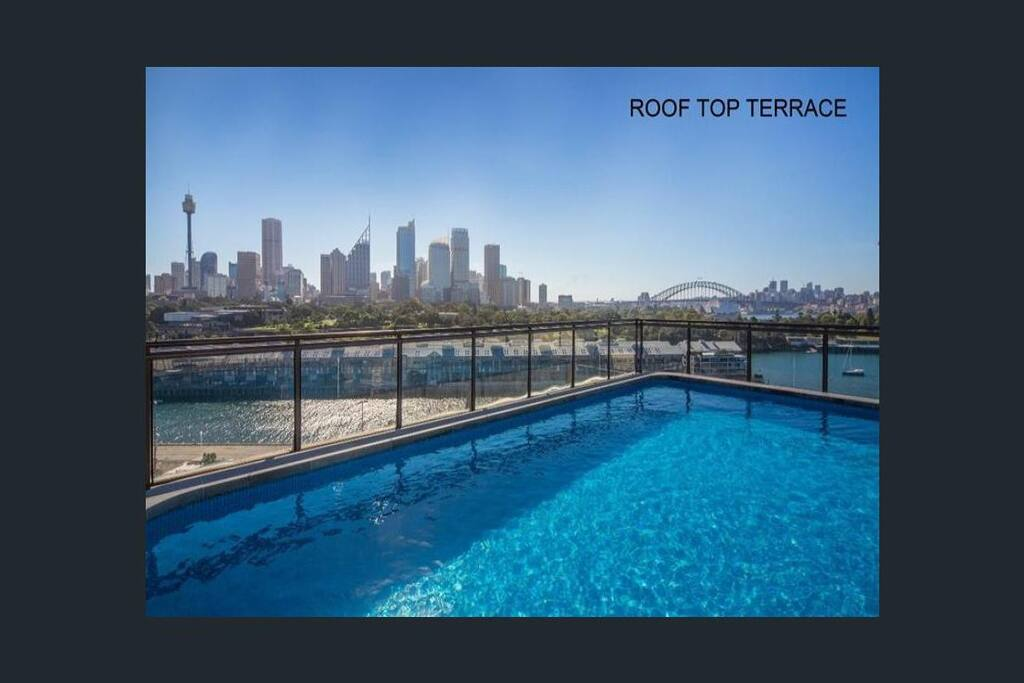 Rooftop swimming pool overlooking Sydney Harbour, the bridge and the city