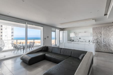 Luxury Residential Apartment By The Sea - 內坦亞 - 公寓