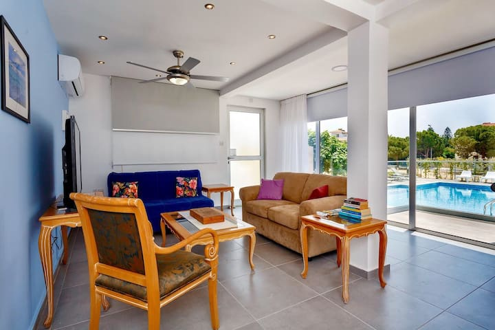 Sea Breeze Coral Bay 2 Bedroom Apartment
