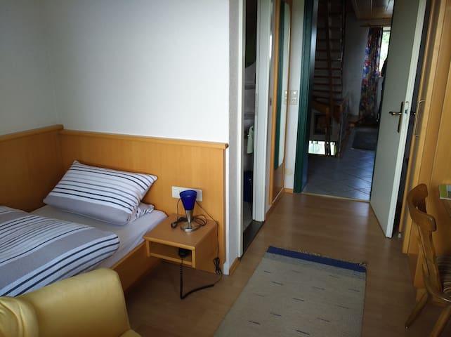 Einzelzimmer mit DU/WCTV/WLAN/BALKON 23€ /Nacht