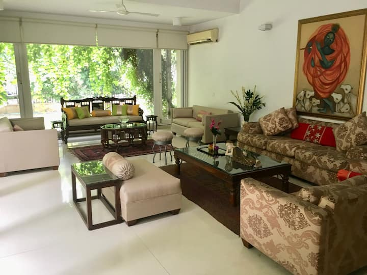 A Private Room In New Delhi's Luxurious Villa Home