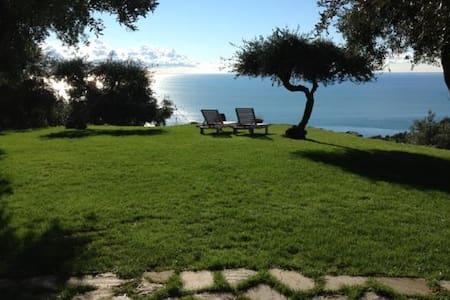 L'Eremo di Monterosso, Cinqueterre. Grey Room - Monterosso al Mare - ที่พักพร้อมอาหารเช้า