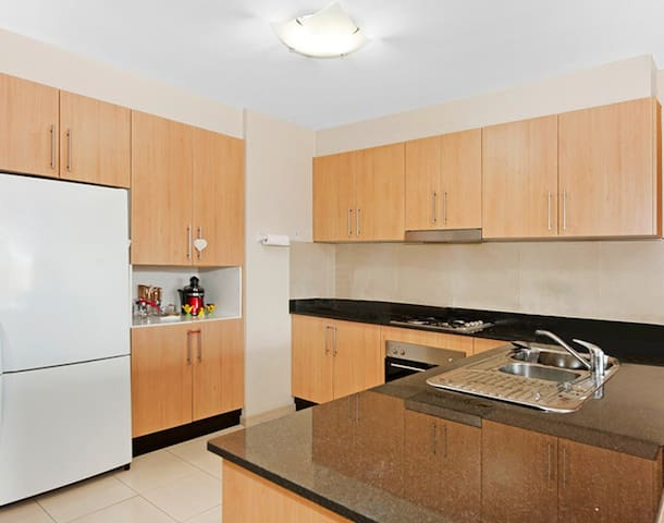 Modern apartment with the feel of a 5 star hotel - Merrylands - Apartment
