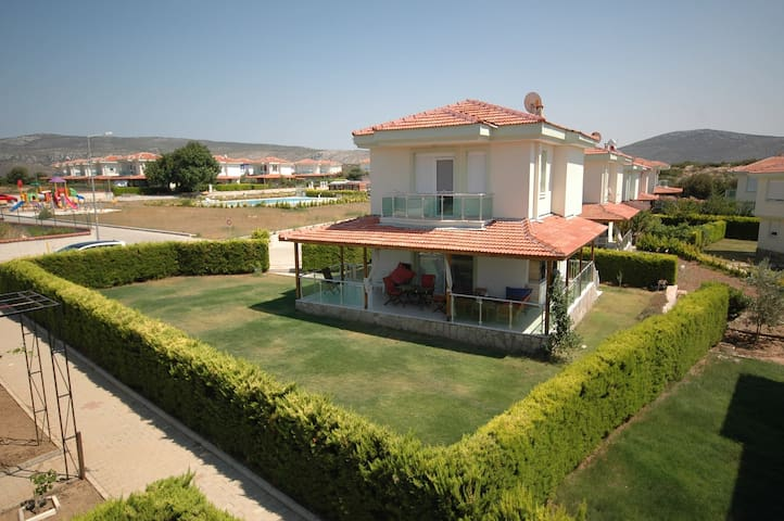 Peacefull Modern Style Villa 3+1 XL Garden