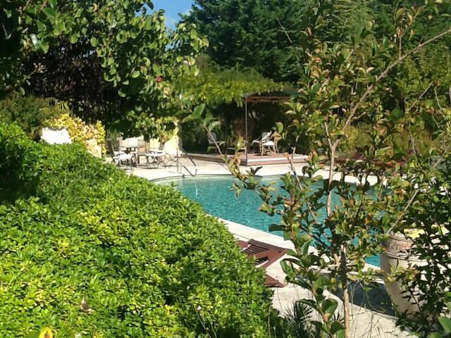 Sorgue dans la bastide-du-soleil - Lagnes - Casa