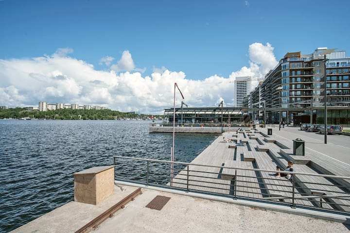 Bright 2 bedr. apt with sunny balcony by the water - Stockholm - Apartemen